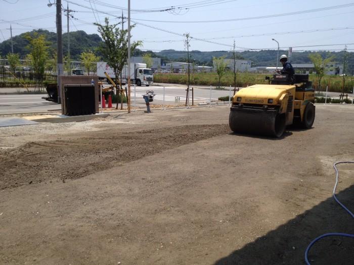 倉庫駐車場舗装工事